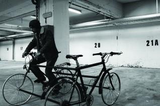 Hvilken vei skal vi gå?, skulptur og video, Serhed Waledkhani