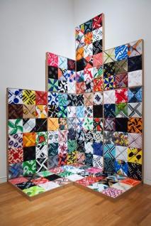 Inger Anne Nyaas, 4X4XShopping, 2008. Plastposer. Foto: Anne Hansteen, Nasjonalmuseet
