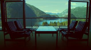 Sven Ivar Dysthe, 1001 lenestol og 1001 coffe table. Energohotellet Suldal. Foto: Screenshot, Nasjonalmuseet