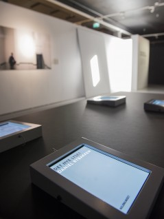 Utstillingen i Eidsborg, Vest-Telemark Museum. Digitale katalogen på iPad i forgrunn. Foto: Børre Høstland, Nasjonalmuseet