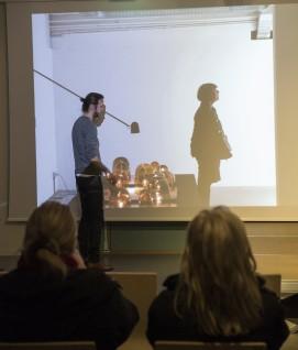 Daniel Rybakken holder foredrag ved Eidsborg, Vest-Telemark Museum. Foto: Børre Høstland, Nasjonalmuseet