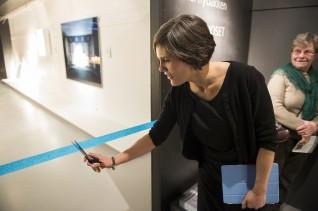 Prosjektleder Ida Strøm-Larsen åpner utstillingen på Eidsborg, Vest-Telemark Museum. Foto: Børre Høstland, Nasjonalmuseet