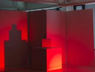 Fargeworkshop som kan brukes i formidlingsøymed. Ikke et av verkene i utstillingen. Skal monteres i eget rom. Farge: rød alene. Foto: Børre Høstland, Nasjonalmuseet