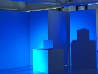 Fargeworkshop som kan brukes i formidlingsøymed. Ikke et av verkene i utstillingen. Skal monteres i eget rom. Farge: blå alene. Foto: Børre Høstland, Nasjonalmuseet