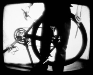 Sophie Clements, Bicycle Samba, 2007, stillbilde fra video