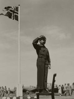 Prins Harald i militærleiren Little Norway i Canada, 1944 Foto: Regjeringens informasjonskontor / Det kongelige hoffs fotoarkiv