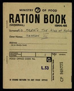 Kong Haakons rasjoneringskort fra eksiloppholdet i England Foto: Jan Haug, Det kongelige hoff