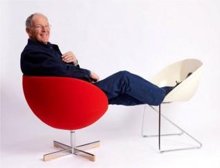 Sven Ivar Dysthe i den nye versjonen av Planet, og en prototype for Popcorn. Fora Form, 2001 og 2012. Foto: Espen Grønli.